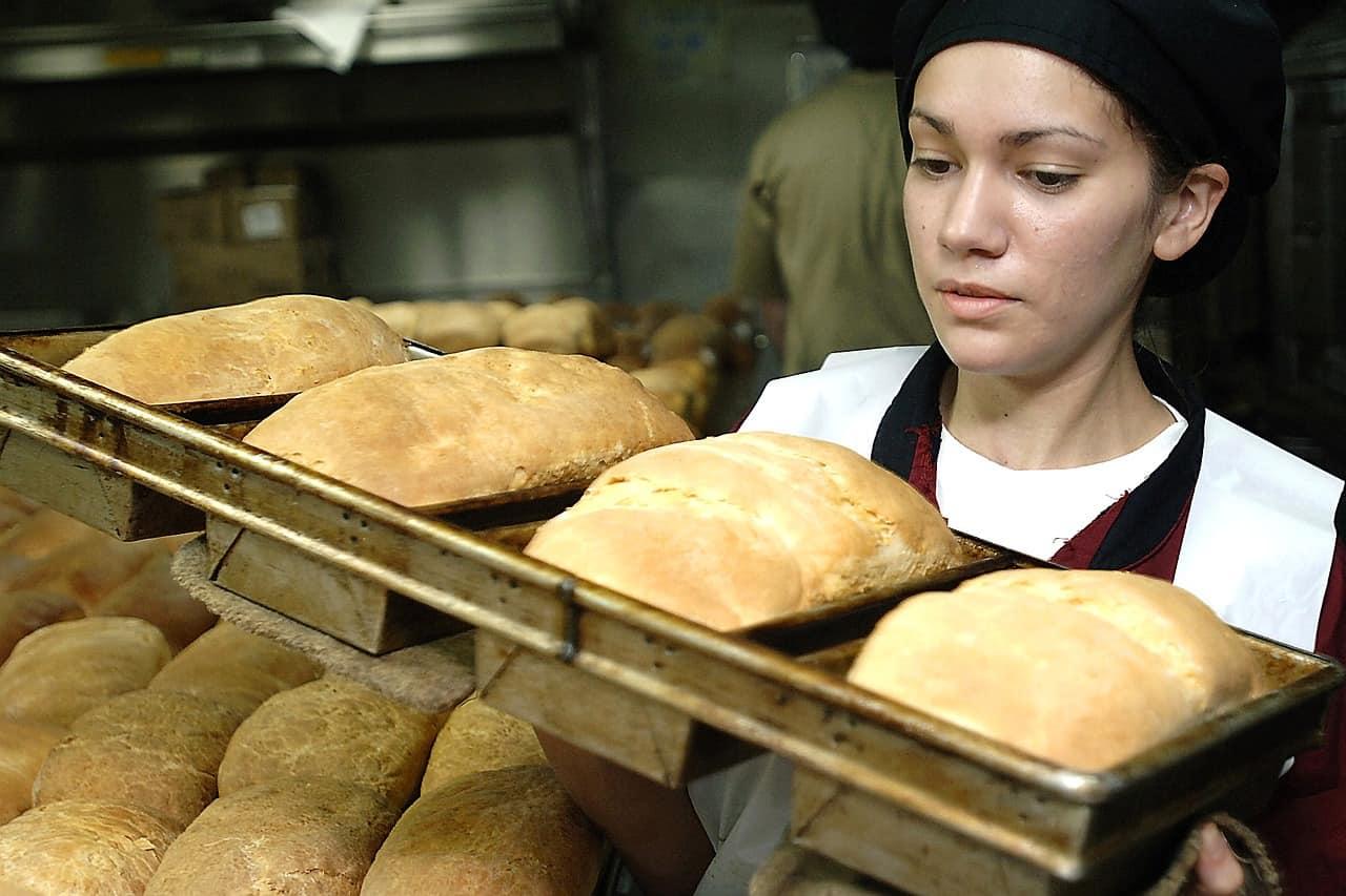 Pracownik piekarni i cukierni